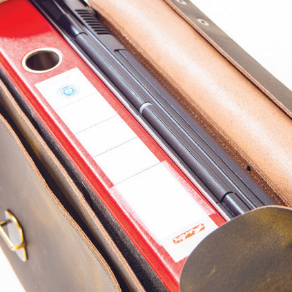 Businesslaukkuun sujahtaa kätevästi niin kannettava tietokone kuin asiapaperitkin.